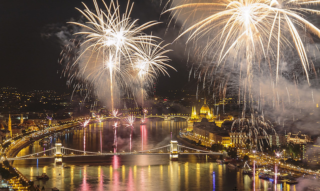 Budapest-Fireworks-on-Aug-20-HK